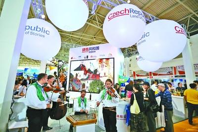 近千家旅游机构旅博会上揽客
